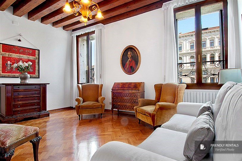 The Canal Apartment in Venice