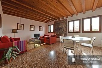 The Broccato I Apartment in Venice