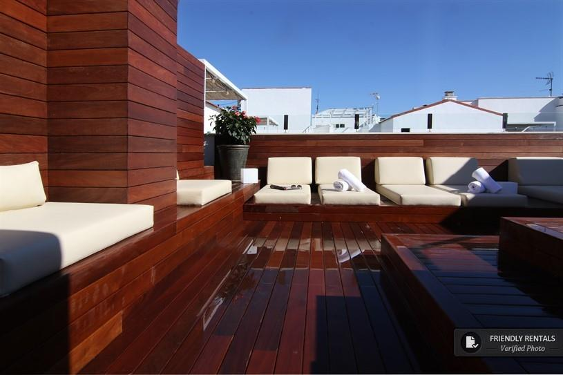 Serviced apartments in center Seville with swimming pool.