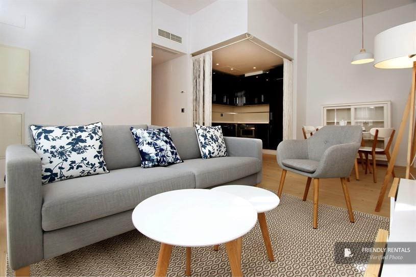 Accommodation in Seville center. Holiday apartment with pool.